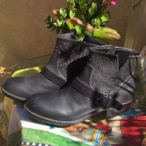 Report studded detail ankle boots